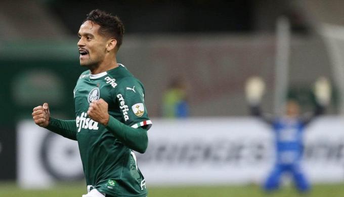 النصر الإماراتي يجهز عرضا لضم جوستافو سكاربا نجم بالميراس البرازيلي