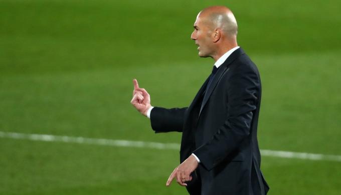 زيدان يشترط التعاقد مع هؤلاء اللاعبين للبقاء مع ريال مدريد