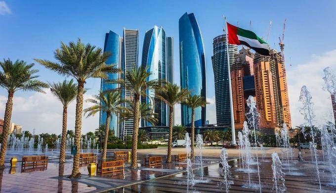 أبوظبي تفتح أبوابها أمام السياح اعتبارا من يوليو المقبل 