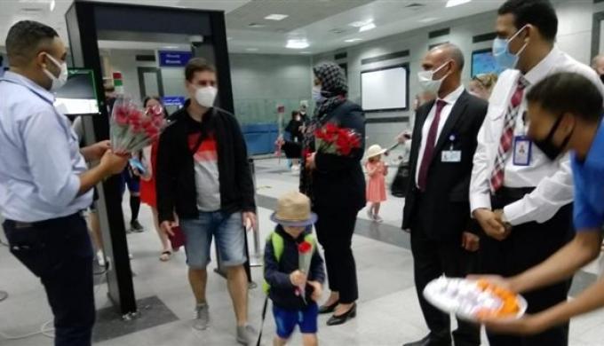 مطار الغردقة الدولى يستقبل أولى الرحلات القادمة من براغ (صور)