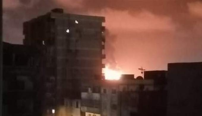 نشوب حريق هائل فى صوامع ميناء الإسكندرية بدون إصابات